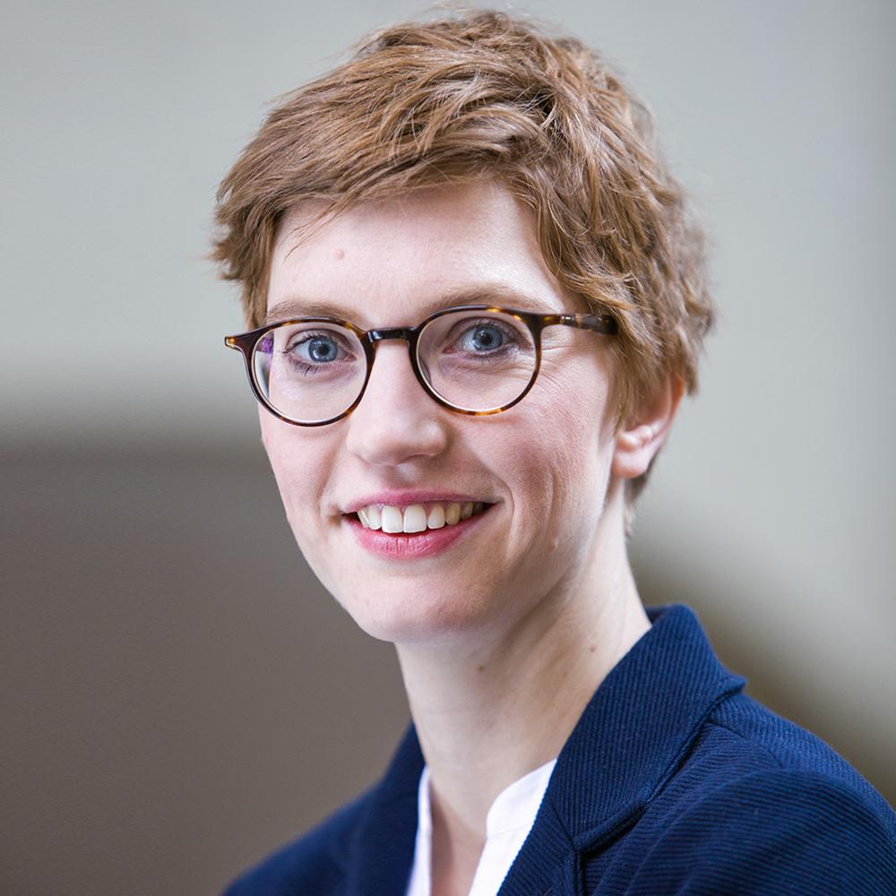 Dr. Astrid Séville